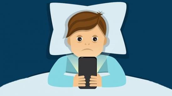 被窝里玩手机,到底多伤眼睛?